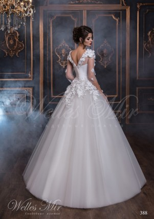 Wedding dress with V-neckline at the back-3