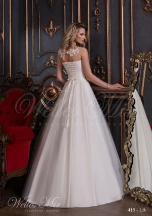 Свадебное платье с прямым декольте-3