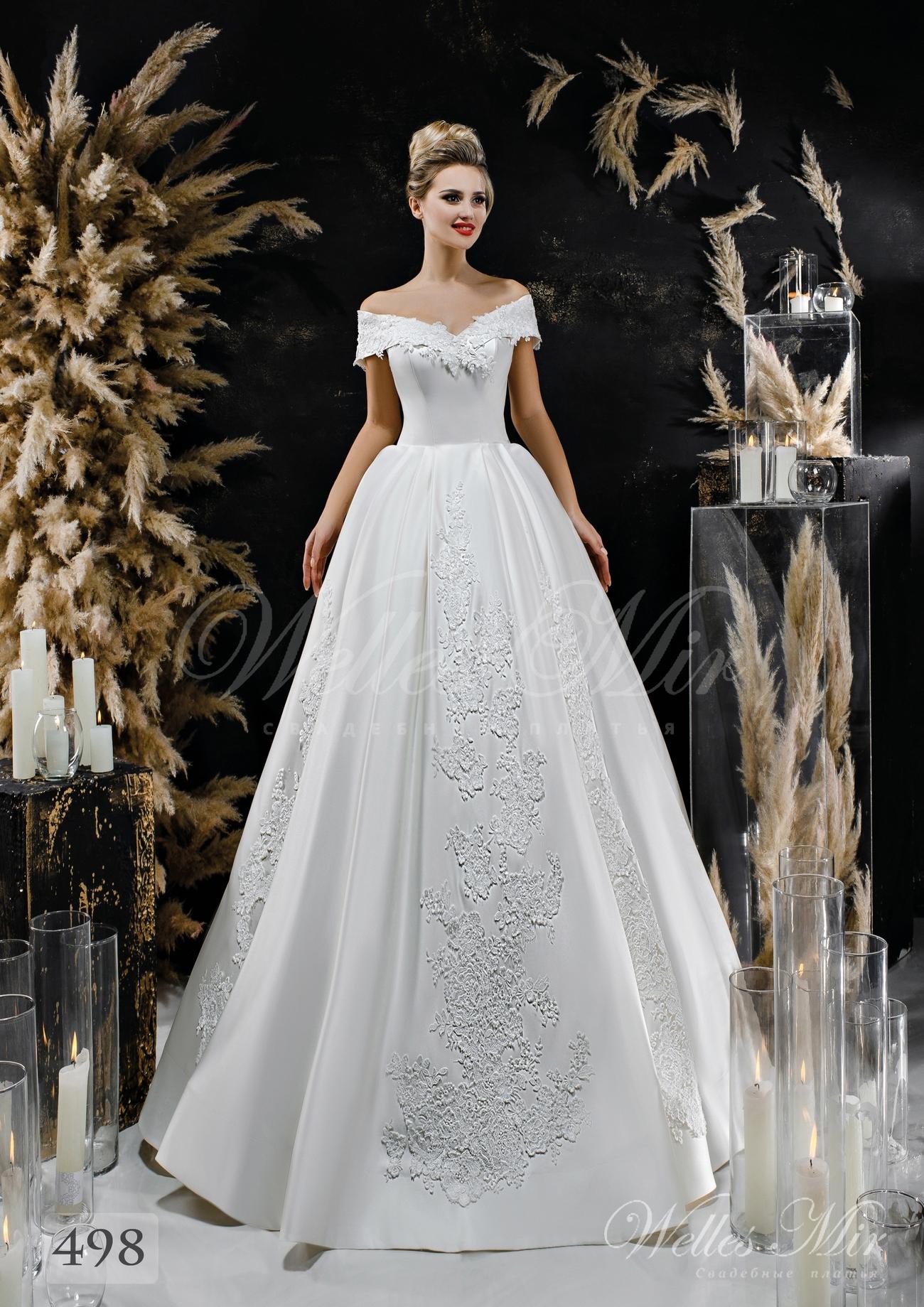 Атласна весільна сукня з приспущенними плечами