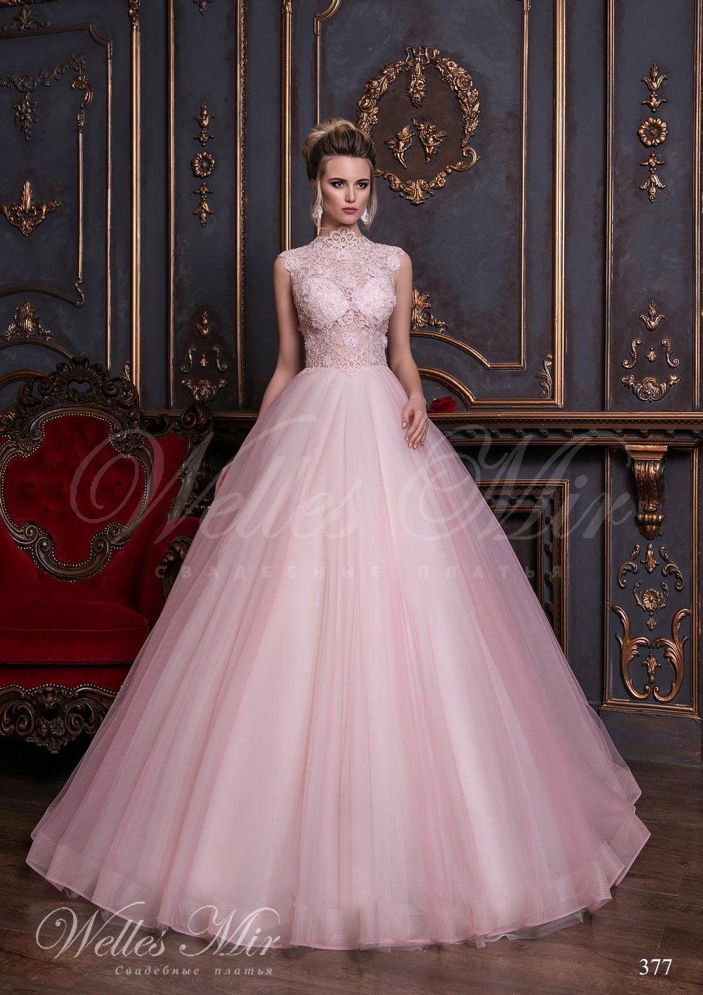 Свадебное платье с закрытой шеей и прозрачным корсетом