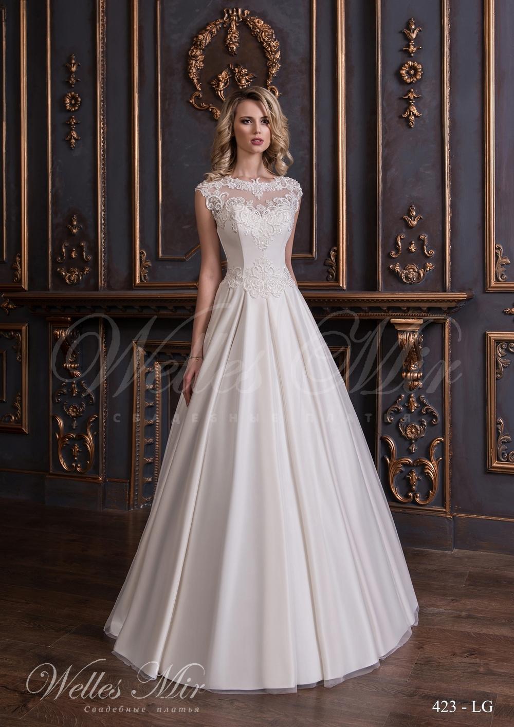 Свадебное платье с аппликациями на корсете